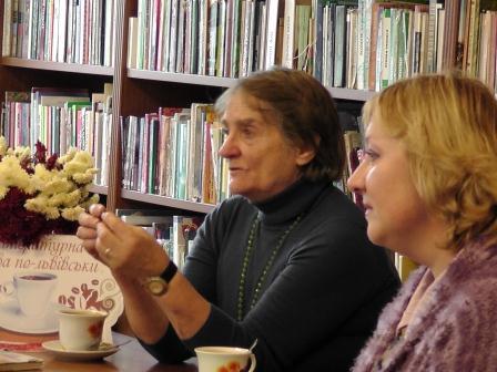 Цікавий діалог між дітьми і письменницею, яка багато для них і про них написала